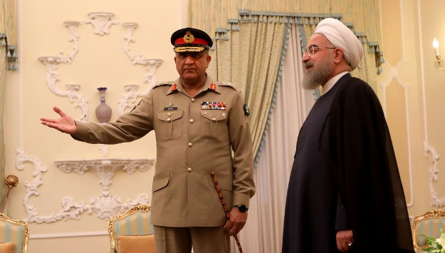 Iran and Pakistan agree to bolster defense ties and jointly produce military hardware