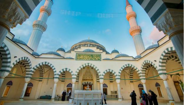 A Mosque Grows in Lanham: New Institutions Seek to Rebrand Islam in America