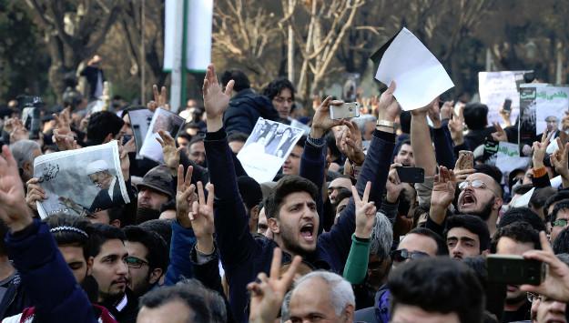 Reformist Journalist Arrested after Criticizing Mayor of Tehran