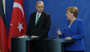 Recep Tayyip Erdogan and Angela Merkel at podium