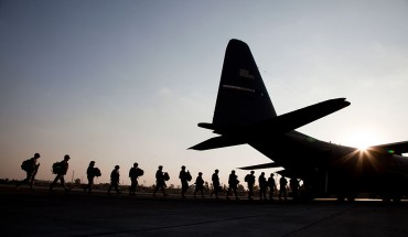 American soldiers board a US Airforce C130 at Baghdad Airport.