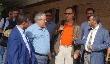 "Retired Dutch General Patrick Cammaert (C), who is leading a joint committee, which includes both government and rebel representatives, tasked with overseeing a truce in the Red Sea port city and the withdrawal of both parties, speaks with an official in the port city of Hodeidah on January 13, 2019. - Yemeni rebels on January 13, 2019, boycotted a meeting chaired by the head of a UN-led ceasefire monitoring team in the flashpoint city of Hodeida, accusing him of pursuing ""other agendas"". (Photo by - / AFP)"