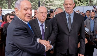 Israeli Prime Minister Benjamin Netanyahu (L), President Reuven Rivlin (C) and Benny Gantz, leader of Blue and White party, attend a memorial ceremony for late Israeli president Shimon Peres, at Mount Herzl in Jerusalem on September 19, 2019.