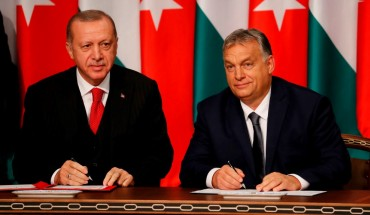 Turkish President Recep Tayyip Erdogan (L) poses with Hungarian Prime minister Viktor Orbán after they met for discussions on Syria and migration on November 7, 2019 in Budapest, Hungary.