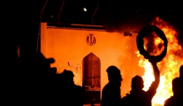 Iraqi demonstrators gather as flames start consuming Iran's consulate in the southern Iraqi Shiite holy city of Najaf on November 27, 2019, two months into the country's most serious social crisis in decades.