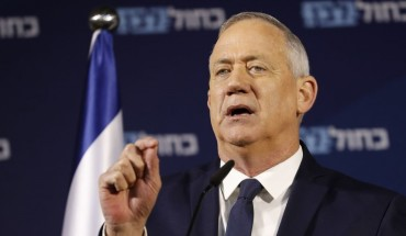 Retired Israeli General Benny Gantz, one of the leaders of the Blue and White (Kahol Lavan) political alliance, gives a press conference in Tel Aviv on January 25, 2020.