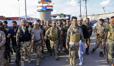Fighters with Yemen's separatist Southern Transitional Council (STC) deploy in the southern city of Aden, on April 26, 2020, after the council declared self-rule in the south. - Yemeni separatists declared self-rule of the country's south as a peace deal with the government crumbled, complicating a long and separate conflict with Huthi rebels who control much of the north. (Photo by Mohamed Abdelhakim / AFP)