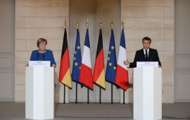 French President Emmanuel Macron (R) and German Chancellor Angela Merkel give a press conference at the Elysee Palace in Paris on October 13, 2019 as they meet for a working dinner ahead of the EU summit.
